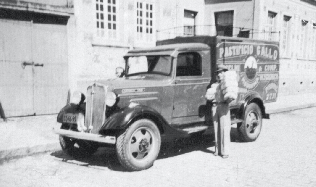 Fotografia de Adolpho Selmi entregando massas em Campinas
