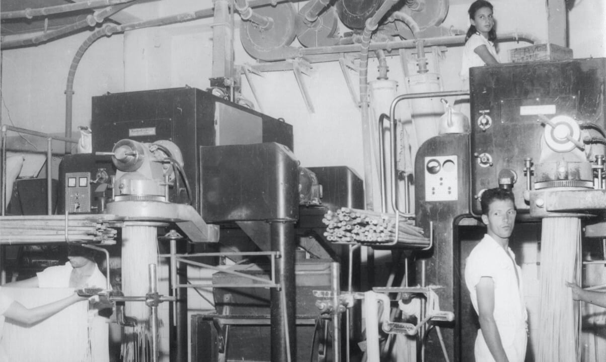 Fotografia da fábrica Selmi consolidada no Brasil em 1921