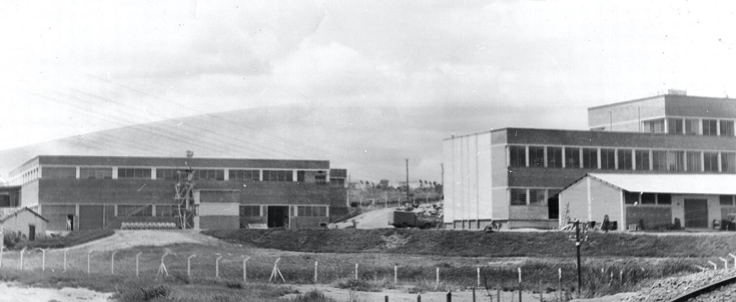 Fotografia do novo prédio Pastifício Selmi S/A em Campinas - 1956