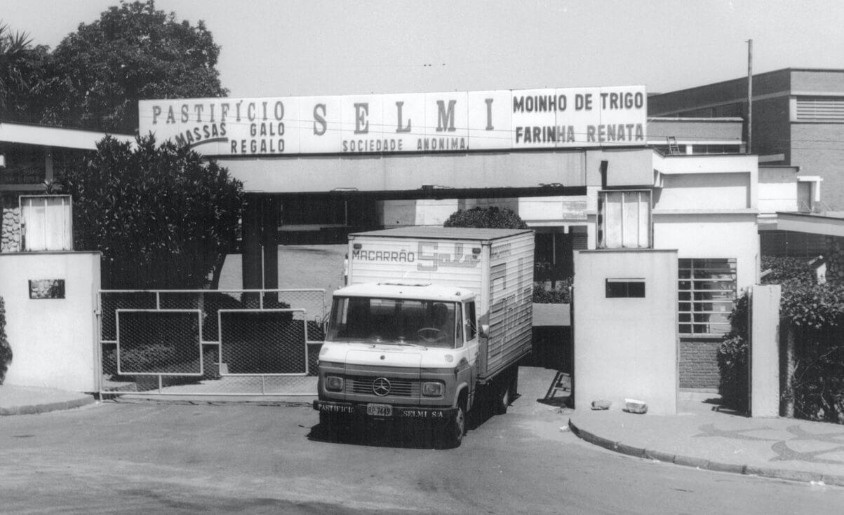 Entrada da fábrica Pastifício Selmi e novo Moinho de Trigo Farinha Renata
